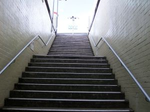 800px-Macdonaldtown_Railway_Station_stairs_to_platform
